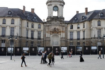 City Hall Square, Rennes. Exhibition Low Tide